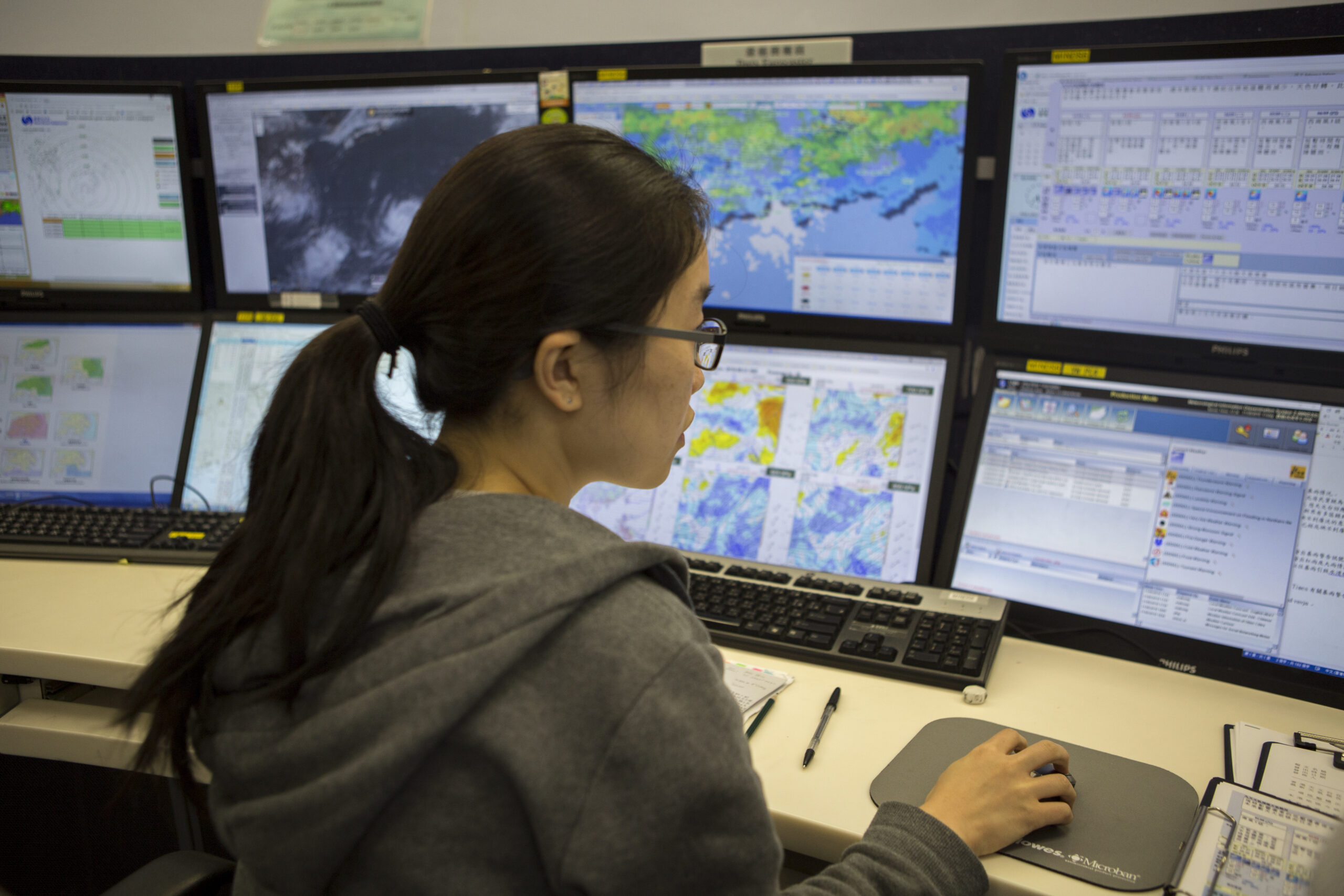 According to the data of the Hong Kong Observatory, the city of Hong Kong is seeing a significant long-term warming trend, the average temperatures are rising at a rate of 1.2 degrees celsius per century and the number of very hot days and very hot nights has increased significantly by 6 times and 35 times respectively.